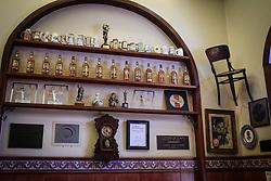 O Restaurante Gambrinus é considerado o estabelecimento mais antigo de Porto Alegre, com 120 anos de idade. A casa oferece a mais tradicional culinária portuguesa. Localizado no Mercado Público da cidade, o Gambrinus dispõe de um vasto cardápio de frutos do mar, como filé de congrio e linguado ao molho de camarão, além de filé de salmão com alcaparras e champignon. Também são servidos pratos com carnes e pratos típicos da região, bolinhos de bacalhau e petiscos variados. FOTO: Jefferson Bernardes/ Agência Preview