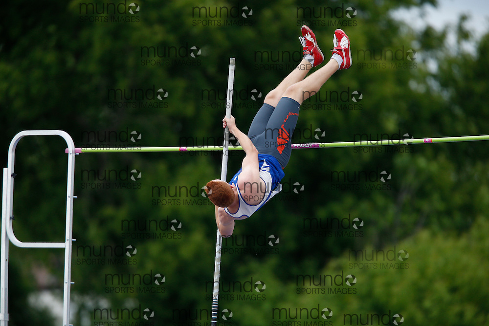 Grahame McNevin of Sandwich SS - Windsor competes in the pole vault at the 2013 OFSAA Track and Field Championship in Oshawa Ontario, Saturday,  June 8, 2013.<br /> Mundo Sport Images/ Geoff Robins