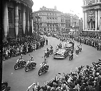 US President John Fitzgerald Kennedy (JFK) visits Ireland, Procession passing the Central Bank at College Green, Dublin, Crowds cheering, circa June 1963 (Part of the Independent Newspapers Ireland/NLI Collection). (Box 2)