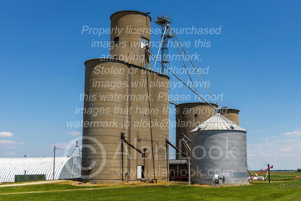 03 June 2021:   A town that once was, Glen Avon Illinois still has a working grain elevator