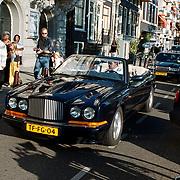 Premiere Groot Chinees Staatscircus Confucius, aankomst Tom Westermeijer in zijn Bentleymet chauffeur en lijfwacht