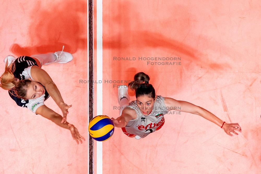 28-05-2019 NED: Volleyball Nations League Bulgaria - Poland, Apeldoorn<br /> <br /> Lora Kitipova #7 of Bulgaria, Klaudia Alagierska #3 of Poland