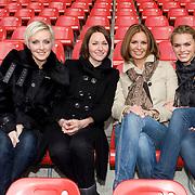 NLD/Utrecht/20080303 - Perspresentatie cast Voetbalvrouwen 2008, dames, Lone van Roosendaal, Sophie van Oers, leontin Borsato - Ruiters en Nicolette van Dam