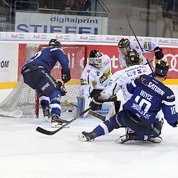 Tor zum 2:1 durch 10 Darryl Boyce (Stuermer ERC Ingolstadt), 31 Patrick Galbraith (Spieler Krefeld Pinguine), 41 Timothy Hambly (Spieler Krefeld Pinguine), 84 Dragan Umicevic (Spieler Krefeld Pinguine) und 2 Patrick McNeil (Verteidiger ERC Ingolstadt) beim Spiel in der DEL, ERC Ingolstadt (blau) - Krefeld Pinguine (weiss).<br /> <br /> Foto © PIX-Sportfotos *** Foto ist honorarpflichtig! *** Auf Anfrage in hoeherer Qualitaet/Aufloesung. Belegexemplar erbeten. Veroeffentlichung ausschliesslich fuer journalistisch-publizistische Zwecke. For editorial use only.