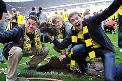 14.05.2011, Signal Iduna Park, Dortmund, GER, 1.FBL, Borussia Dortmund vs Eintracht Frankfurt, im Bild Fans nehmen sich Rasen als Andenken mit //  during the German 1.Liga Football Match,  Borussia Dortmund vs Eintracht Frankfurt, at the Signal Iduna Park, Dortmund, 14/05/2011 . EXPA Pictures © 2011, PhotoCredit: EXPA/ nph/  Conny Kurth       ****** out of GER / SWE / CRO  / BEL ******