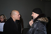 Jason Shulman and Mark Quinn. Chemical Life Support opening, White Cube. 3 March 2005. ONE TIME USE ONLY - DO NOT ARCHIVE  © Copyright Photograph by Dafydd Jones 66 Stockwell Park Rd. London SW9 0DA Tel 020 7733 0108 www.dafjones.com