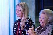 Uitreiking van de Prins Claus Prijs 2017 aan de Braziliaanse filmmaker en rechtenactivist Vincent Carelli en de Chinese ontwerper nieuwe media en milieuactivist Ma Jun in het Koninklijk Paleis op de Dam.<br /> <br /> Presentation of the Prince Claus Award 2017 to the Brazilian filmmaker and rights activist Vincent Carelli and the Chinese designer new media and environmental activist Ma Jun at the Royal Palace on Dam Square.<br /> <br /> Op de foto / On the photo:  Prinses Mabel, Prinses Beatrix / Princess Mabel, Princess Beatrix