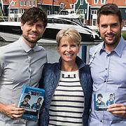 NLD/Volendam/20140620 -Presentatie 'Herinneringen' Dvd box Nick & Simon, door Anita Witzier