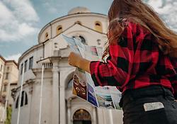 THEMENBILD - eine Frau steht mit einem Stadtplan in der Altstadt, aufgenommen am 14. August 2019 in Rijeka, Kroatien // a woman is standing in the old town with a city map, pictured in Rijeka, Croatia on 2019/08/14. EXPA Pictures © 2019, PhotoCredit: EXPA/Stefanie Oberhauser
