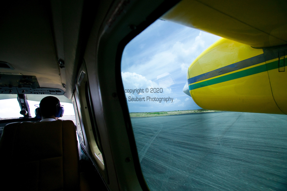 air travel by small aircraft