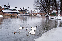 © Licensed to London News Pictures. 05/02/2012. St Ives, Cambridgeshire, UK. First heavy snow falls leave a winter wonderland in St Ives, Cambridgeshire. Photo credit : Alan Bennett/LNP