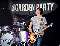 Toploader  live at KNEBWORTH Pub in the park Drive in Garden Party photo by Brian Jordan