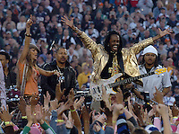 Fergie of the Black Eyed Peas with Earth, Wind & Fire