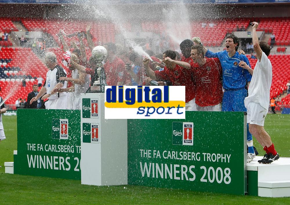 Photo: Steve Bond/Richard Lane Photography. <br />Ebbsfleet United v Torquay United. The FA Carlsberg Trophy Final. 10/05/2008. Ebbsfleet United celebrate