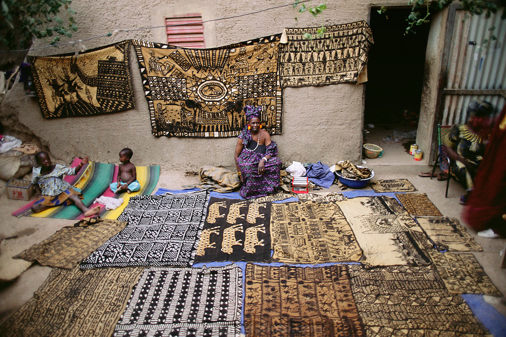 Artisan's courtyard in a two story house in the mud-walled W. African city of Djenne, Mali. Material World Project.