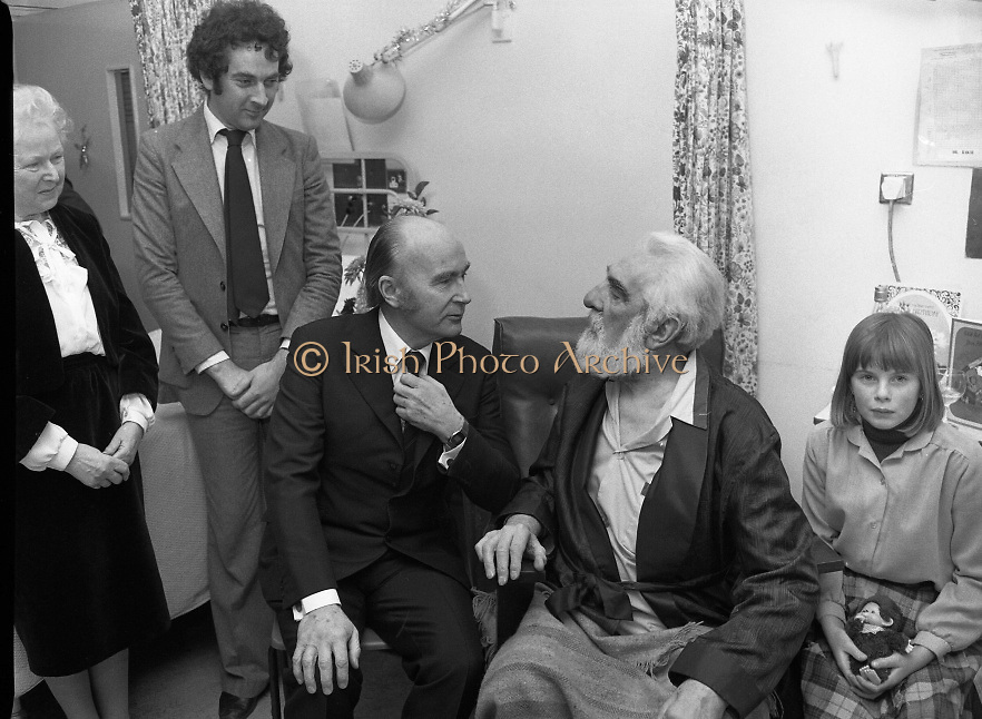 Noel Purcell Celebrates His 81st Birthday.23.12.1981..12.23.1981..23rd December 1981..Noel Purcell celebrates his 81st birthday in the Adelaide Hospital.Even the President Mr Patrick Hillary finds the time to celebrate with Noel as Eileen and family members join in