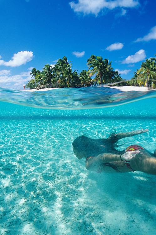 Cook Islands, K?ki '?irani, South Pacific Ocean, Aitutaki, One Foot Island, over/under photo of girl swimming