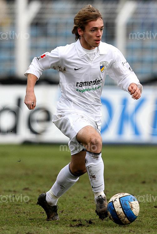 Jena , 110207 , Saison 2006/2007 ; Fussball 2.Bundesliga FC Carl Zeiss Jena - Rot Weiss Essen  Felix HOLZNER (Jena) am Ball
