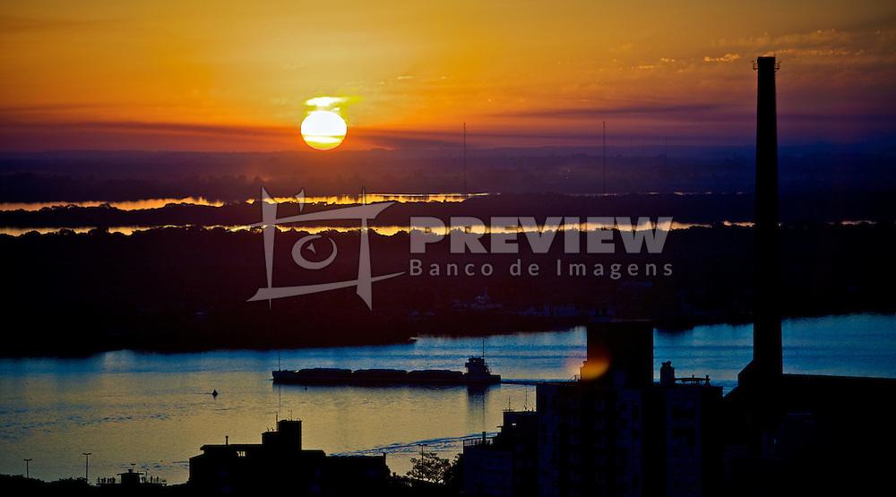 Vista aérea da Usina do Gasômetro com pôr do sol no rio Guaíba, em Porto Alegre. FOTO : Jefferson Bernardes/Preview.com
