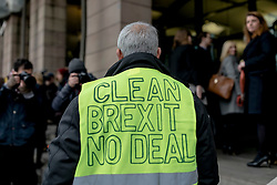 """© Licensed to London News Pictures. 16/01/2019. London, UK. A """"No Deal"""" Brexit supporter remonstrates with MPs outside Portcullis House. Prime Minister Theresa May faces a no-confidence motion in her government this evening after MPs voted down her Brexit deal by a record margin. Photo credit: Rob Pinney/LNP"""