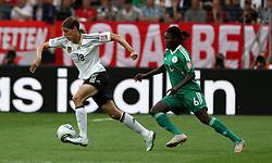 30.06.2011, Commerzbank Arena, Frankfurt, GER, FIFA Women Worldcup 2011, Gruppe A, Deutschland (GER) vs. Nigeria (NGA), im Bild .Kerstin Garefrekes (GER) gegen Helen Ukaonu (NGA) .// during the FIFA Women Worldcup 2011, Pool A, Germany vs Nigeria on 2011/06/30, Commerzbank Arena, Frankfurt, Germany.  EXPA Pictures © 2011, PhotoCredit: EXPA/ nph/  Karina Hessland       ****** out of GER / CRO  / BEL ******