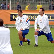 NLD/Rijnsburg/20060830 - Training Nederlands Elftal, warming up, Jan Vennegoor of Hesselink