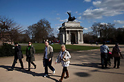 Tourists near to Constitution Arch (Wellington Arch), a memorial to the Duke of Wellington and originally providing a grand entrance to London.