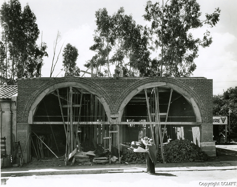 1927 Construction of the market in the village in Hollywoodland