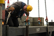 Na zorgvuldige voorbereiding ging op 7 september 2011 de restauratie van start aan het laatste onderdeel van het Woudagemaal bij Lemmer. Twee van de acht vloeddeuren aan de voormalige Zuiderzeezijde werden gelicht voor herstel van het houtwerk, en de âonder waterâ restauratie van metsel- en betonwerk.
