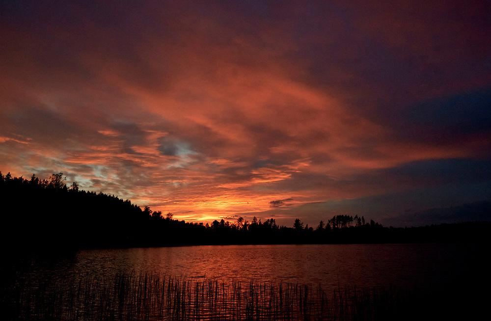 VILSHULT 2021-05-31<br /> Solnedgång över Möllesjön.<br /> <br /> Foto: Peo Möller/LocalEyes<br /> <br /> solnedgång, sunset, lake, insjö, Blekinge, Sverige, Sweden, summer, sommar, countryside, kväll, evening,