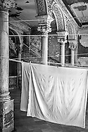 Laundry Among the Arches, Havana