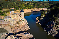 France, Loire (42), Saint-Priest-la-Roche, Château de La Roche sur la Loire, vallée de la Loire (vue aerienne) // France, Loire (42), Saint-Priest-la-Roche, Castle of La Roche on the Loire, Loire valley (aerial view)