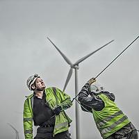 Opsætning af land vindmøller fra Siemens på Lolland.