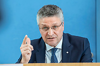 "09 APR 2020, BERLIN/GERMANY:<br /> Prof. Dr. Lothar H. Wieler, Praesident Robert Koch-Institut, Pressekonferenz ""Unterrichtung der Bundesregierung zur Bekämpfung des Coronavirus"", Bundespressekonferenz<br /> IMAGE: 20200409-01-034<br /> KEYWORDS: BPK"