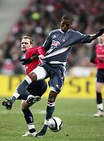 Fotball<br /> UEFA Champions League<br /> 22.11.2005<br /> Lille v Benfica 0-0<br /> Foto: Dppi/Digitalsport<br /> NORWAY ONLY<br /> <br /> ALCIDES (BEN) / GEOFFREY DERNIS (LIL)