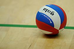 27-10-2012 VOLLEYBAL: VV ALTERNO - E DIFFERENCE SSS: APELDOORN<br /> Eerste divisie A mannen - Alterno wint met 4-0 van SSS / Gala bal, item volleybal creative<br /> ©2012-FotoHoogendoorn.nl