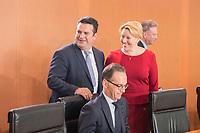29 AUG 2018, BERLIN/GERMANY:<br /> Hubertus Heil (L), SPD, Bundesarbeitsminister, und Franziska Giffey (R), SPD, Bundesfamilienministerin, im Gespraech, vor Beginn der Kabinettsitzung, Bundeskanzleramt<br /> IMAGE: 20180829-01-021<br /> KEYWORDS: Kabinett, Sitzung, Gespräch