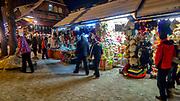 Kramy z pamiątkami na Krupówkach w Zakopanem