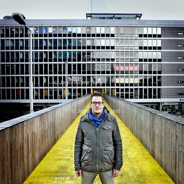 Nederland, Rotterdam , 5 februari 2013..Marcus Fernhout, directeur eigenaar van het Rotterdamse Codum van  met op de achtergrond een Bedrijfsverzamelgebouw van Codum..Codum is sinds 2008 actief in de tijdelijke exploitatie van bedrijfsverzamelgebouwen..Foto:Jean-Pierre Jans