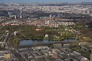 Rijswijk met Landgoed Te Werve en daarachter Den Haag. Op de achtergrond is de Noordzee te zien.