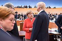 07 JUL 2017, HAMBURG/GERMANY:<br /> Angela Merkel (L), CDU, Bundeskanzlerin, und Donald Trump (R), Praesident Vereinigte Staatsn von America, USA, im Gesprech, vor Beginn der 1. Arbeitssitzung, G20 Gipfel, Messe<br /> IMAGE: 20170707-01-017<br /> KEYWORDS: G20 Summit, Deutschland, Gespräch