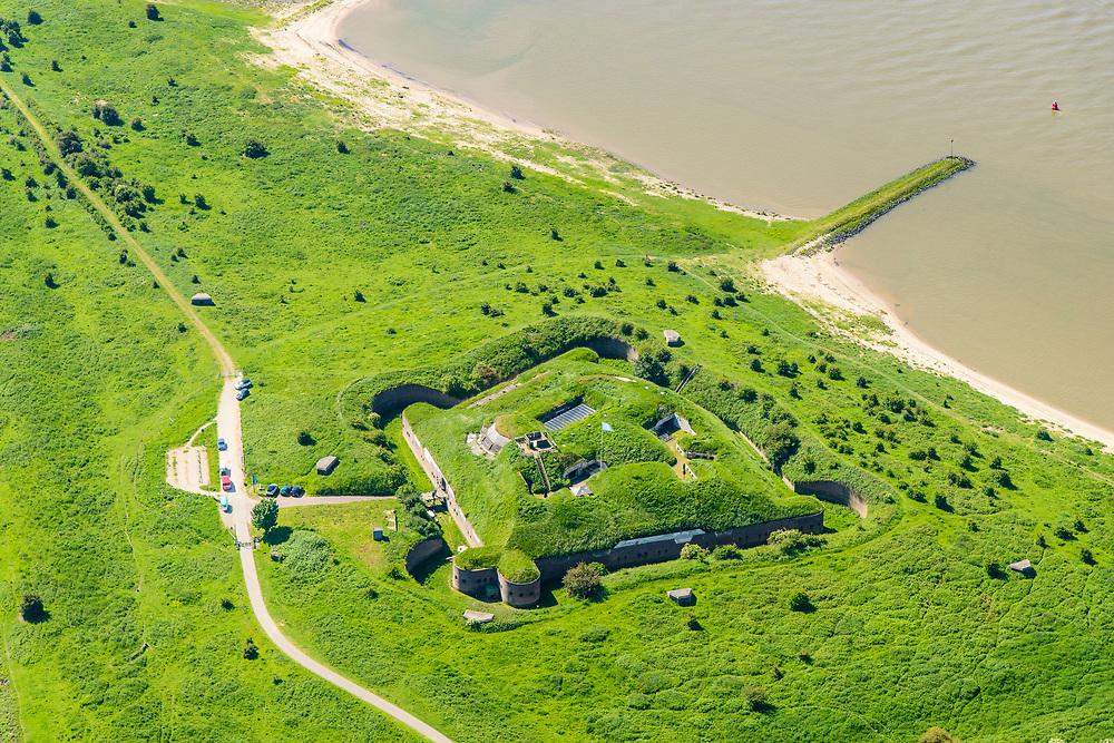 Nederland, Gelderland, Gemeente Lingewaard, 29-05-2019; de Pannerdensche Kop. De Rijn splitst zich hier in Waal en Pannerdensch Kanaal. Op de landtong Fort Pannerden, onderdeel van de Nieuwe Hollandse Waterlinie. <br /> The Rhine bifurcates into river Waal and Pannerdensch Channel. The former Fort Pannerden is located about halfway between the headland.<br /> <br /> luchtfoto (toeslag op standard tarieven);<br /> aerial photo (additional fee required);<br /> copyright foto/photo Siebe Swart