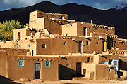 Multi-tiered adobe residential structure, Taos Pueblo, New Mexico, USA.