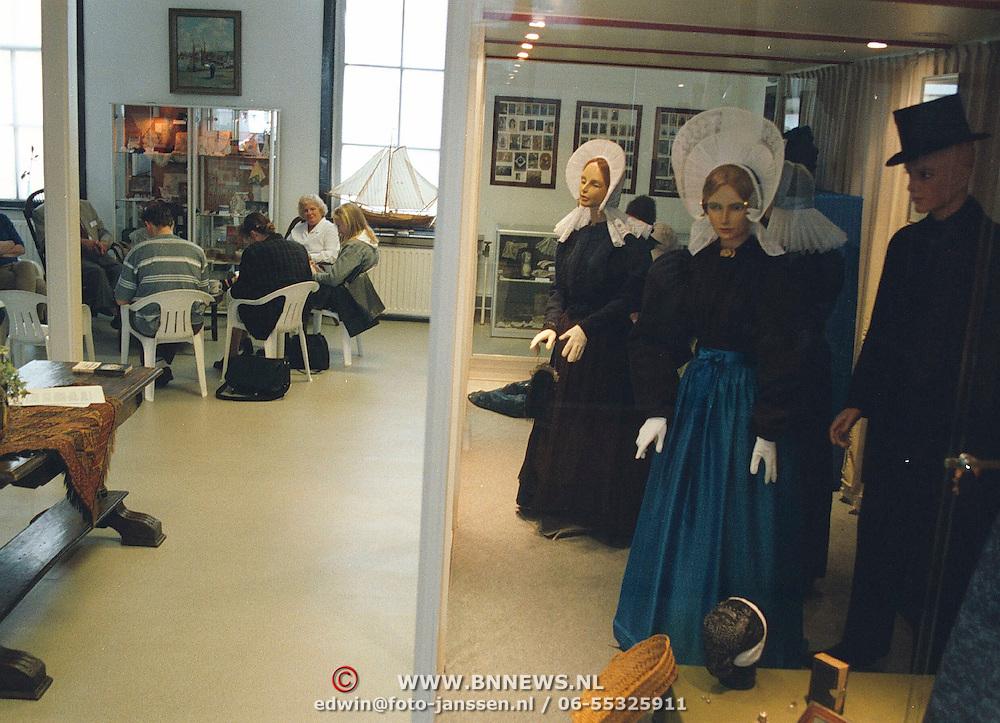 Persconferentie bij het vernieuwde Huizer Klederdrachtmuseum