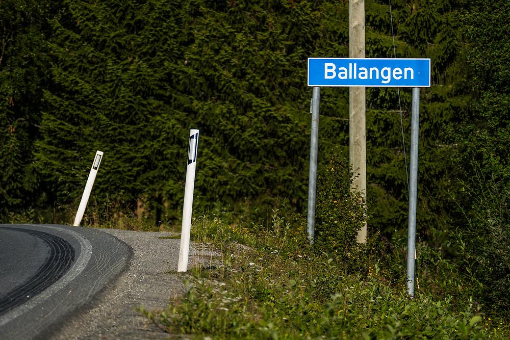 Veiskilting mot Ballangen.