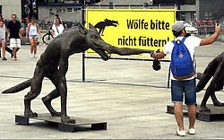 """Kunstprojekt Die Wölfe sind zurück von Rainer Opolka wird vor dem Berliner Hauptbahnhof aufgebaut / 040816<br /> <br /> ***Rainer Opolka art project The Wolves are Back against hate and xenophobia is set up at Berlin Central Station, August 4rd, 2016***<br /> <br /> [Der Künstler Rainer Opolka baut am Mittwoch den (04.08.16) seine Kunstaustellung """"Die Wölfe sind zurück?"""" vor dem Berliner Hauptbahnhof auf """"Kunstausstellung gegen Hass und Gewalt. 66 Wolfe des Kunstlers Rainer Opolka zeigen was passiert, wenn in einer Gesellschaft Ordnung und Zusammenhalt zerbrechen und Hass sich ausbreitet Die Austellung wird am 05.08.16 um 18.00 eröffnet und geht bis zum 16.08.16.]"""
