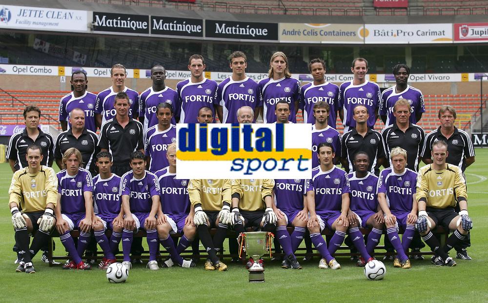 Fotball<br /> Belgia<br /> Foto: PhotoNews/Digitalsport<br /> NORWAY ONLY<br /> <br /> ANDERLECHT 24/07/2006 - CONSTANT VANDEN STOCK STADIUM <br /> SPORT / FOOTBALL / VOETBAL / <br /> RSC ANDERLECHT - PRESENTATION - VOORSTELLING <br /> up left to right - tchite - de man - tiote - van damme - juhasz - frutos - odjidja vadis - goor - mbo mpenza -  middle row - beukealers - renders - de boeck - allagui - leiva - leroy - vanden borre - pareja - dehaeseleer - munaron - vercauteren - first row - van steenberghe - biglia - boussoufa - hassan - deschacht - zitka - proto - vanderhaeghe - akin serhat - siani - kolar - schollen