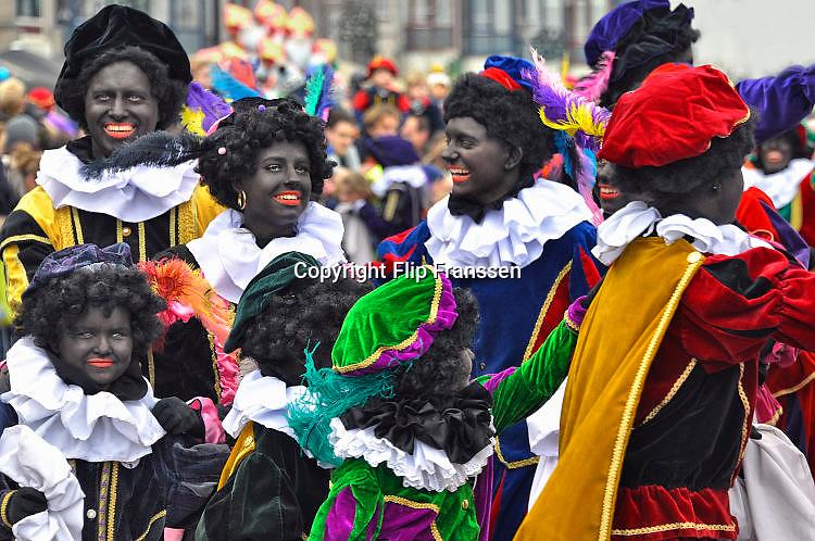 Nederland, Nijmegen, 18-11-2017Zwarte Pieten bij de intocht van Sinterklaas.Foto: Flip Franssen
