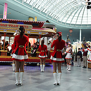 A band entertains the visitors to Lotte World. Lotte World is the world's largest indoor theme park which includes shopping malls, a luxury hotel, and an Ice rink. Opened on July 12, 1989, Lotte World receives over 8 million visitors each year. Seoul, South Korea. 21st March 2012. Photo Tim Clayton
