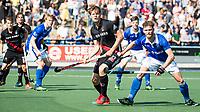 UTRECHT -  Roderic Schwirtz (A'dam) met rechts Floris de Ridder (Kampong)    tijdens   de finale van de play-offs om de landtitel tussen de heren van Kampong en Amsterdam (3-1). Kampong kampioen van Nederland. COPYRIGHT  KOEN SUYK
